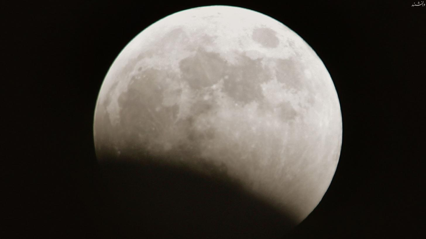 moon eclipse beginning